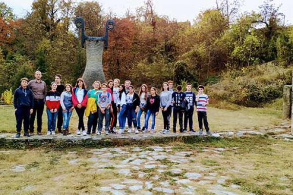 i-ovaj-kamen-zemlje-srbije-115887BB13-060E-BC07-F533-8F3EFD5C6E6D.jpg