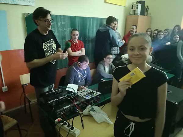 karaoke-zurka-702CA9DA7-1628-E766-EF18-74A20D372F39.jpg